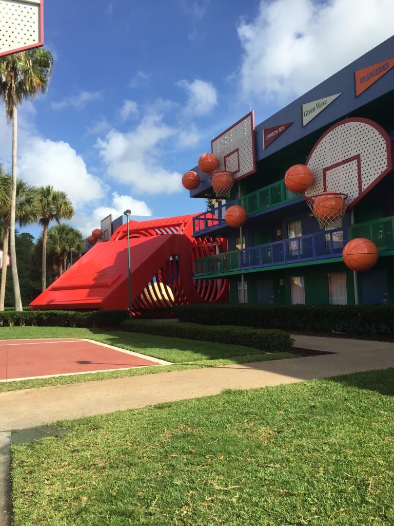 Uma das áreas que ficam os quartos no hotel All Star Sports